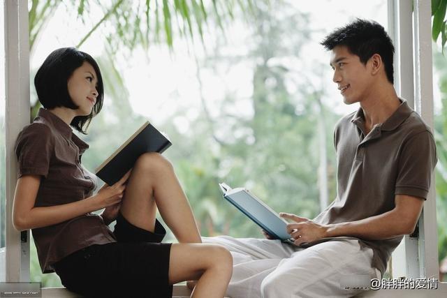 爱不言声,两心相知就好;情不表露,两人懂得足够